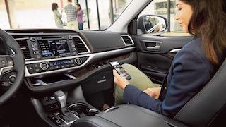 2017 Toyota Highlander Hybrid XLE dashboard