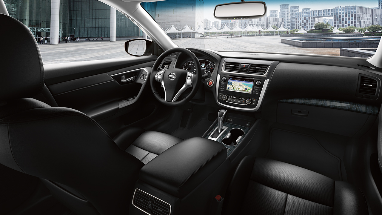 2017 Nissan Altima Interior with Charcoal Leather-trimmed Seats