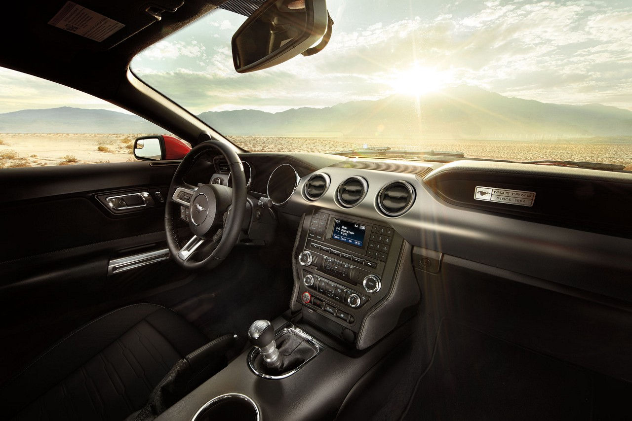 Interior of the 2017 Mustang