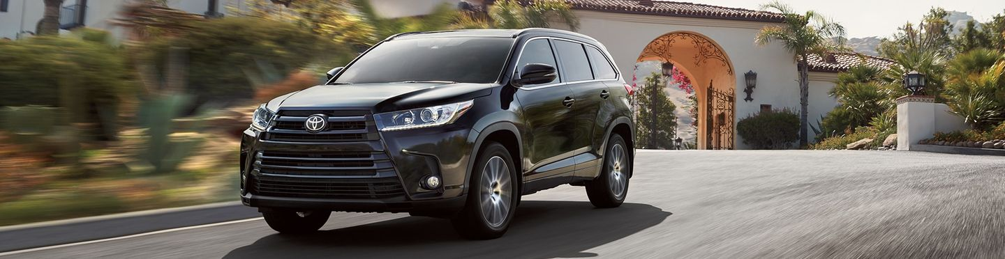 2017 toyota highlander for sale near port chester ny toyota of greenwich. Black Bedroom Furniture Sets. Home Design Ideas